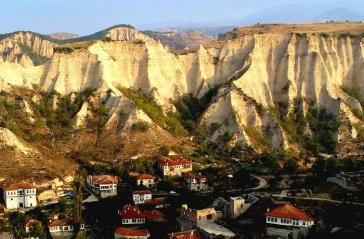 Двудневна екскурзия до Сандански, Роженски манастир, Мелник и Рупите